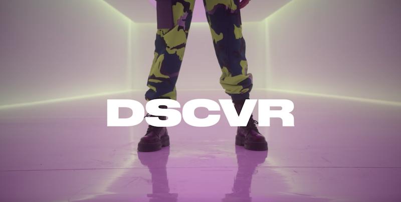 """Lolo Zouaï – """"Moi"""" [Vevo DSCVR performance] still shot"""