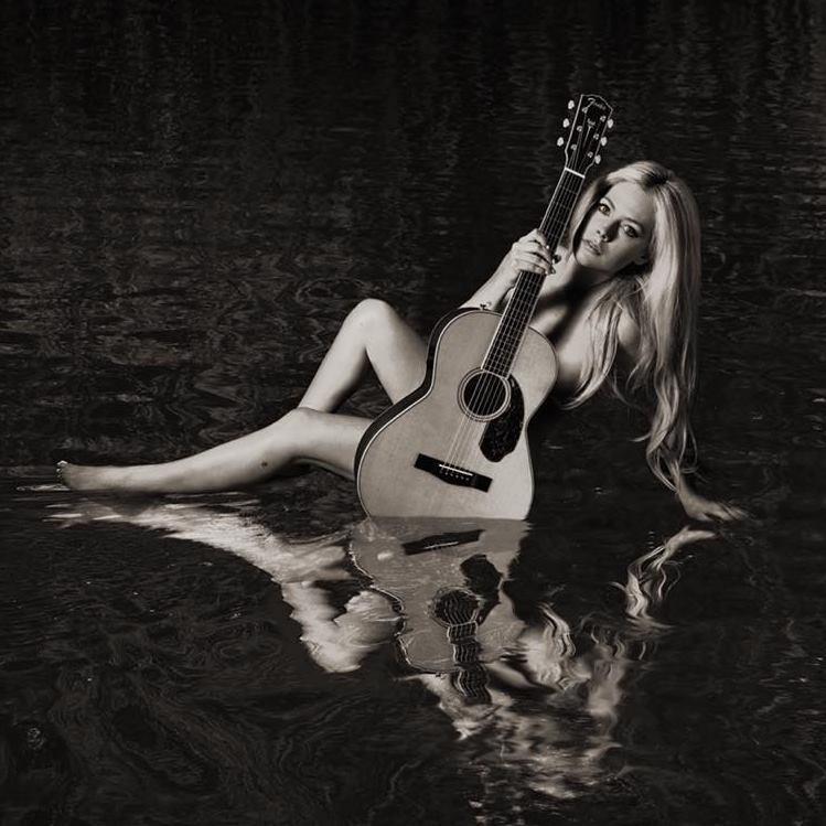 """Avril Lavigne - """"Head Above Water"""" album cover"""