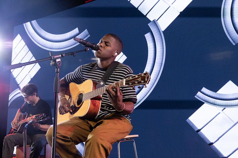 Daniel Caesar Performs Live in London As Part of Apple Music's Up Next Live