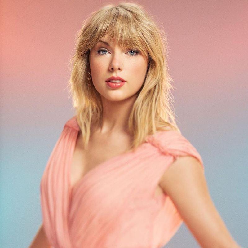 Taylor Swift press photo