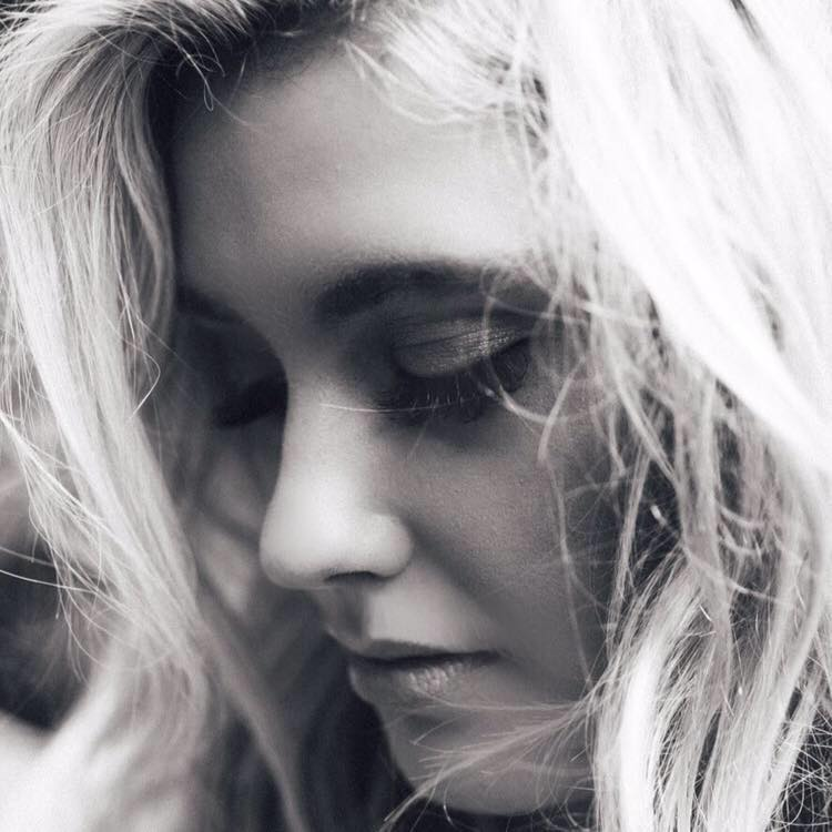 Ella Henderson press photo