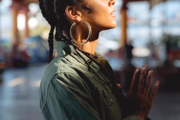 """Alicia Keys - """"Underdog"""" music video photo (pray)"""