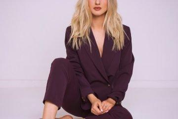 Cally Rhodes press photo (barefeet)