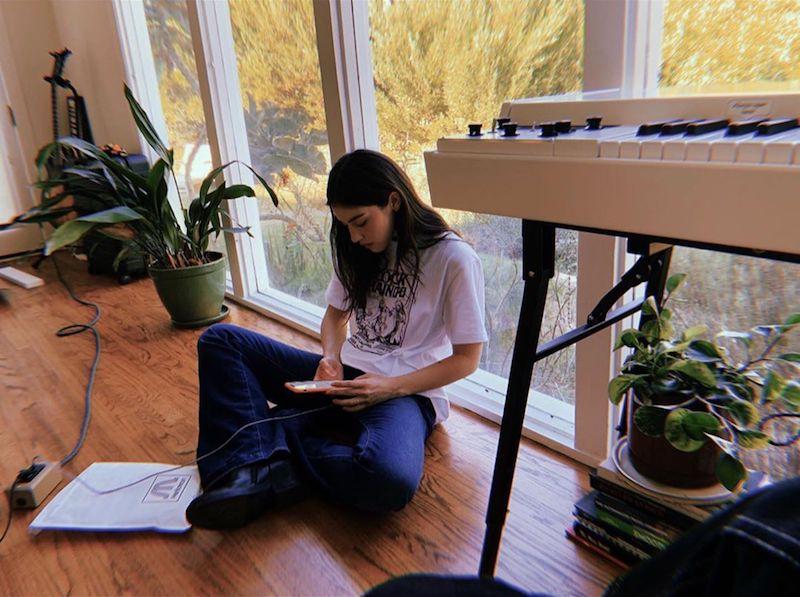 Gracie Abrams press photo