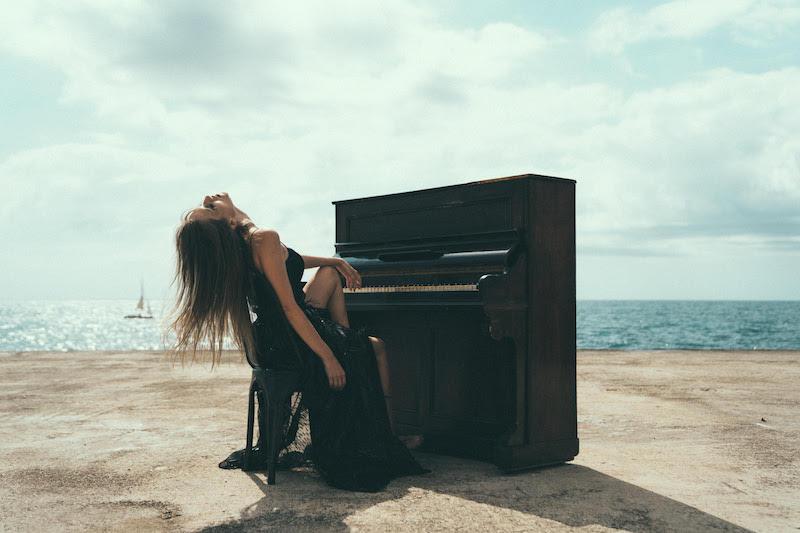 """Marina Matiss - """"El Perdón"""" BTS photo"""