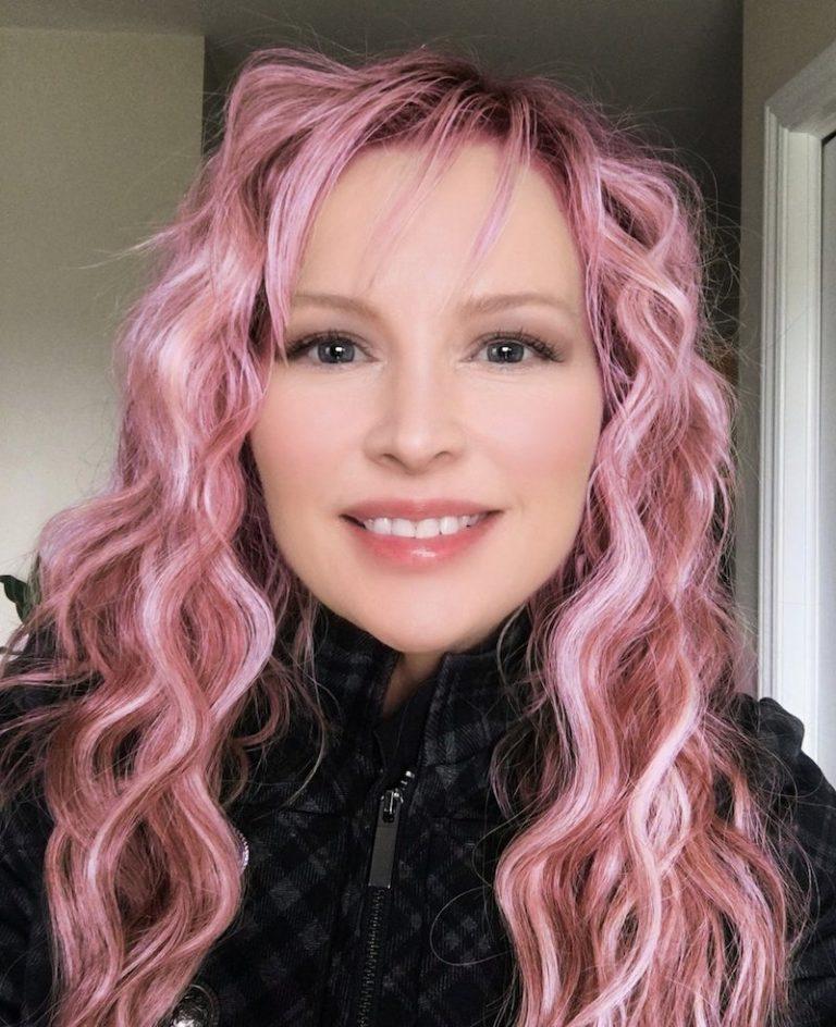 Jaxony Reign press photo pink hair