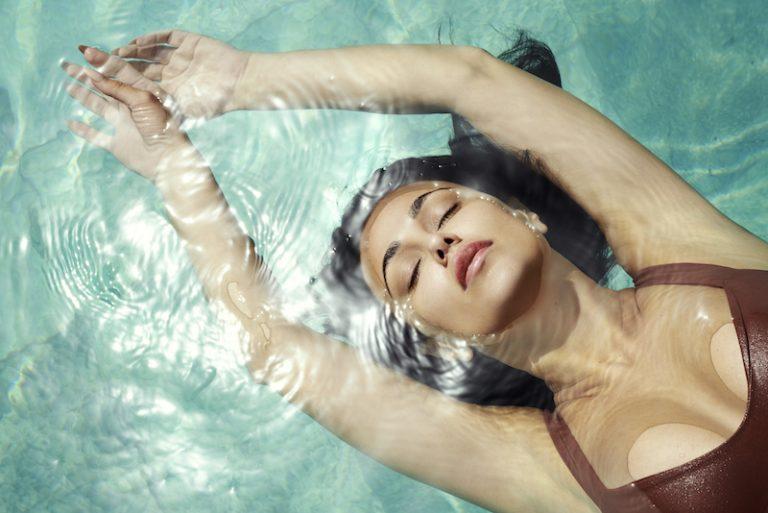 """Layla Kardan - """"Underwater"""" press photo in water by Kniat"""