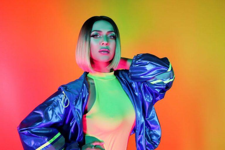 Ronna Riva press photo colorful background