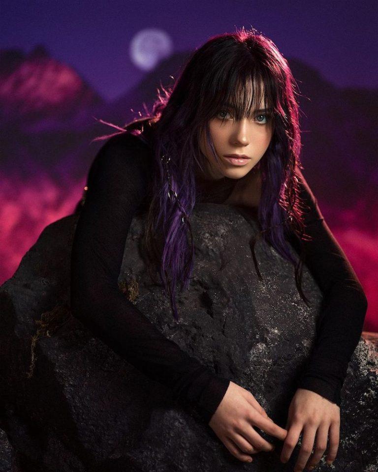 Roxen press photo with a dark purple-hued background.