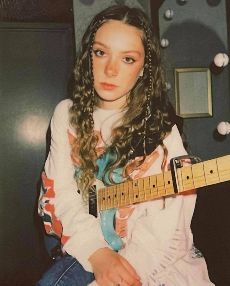 Holly Humberstone press photo holding a guitar