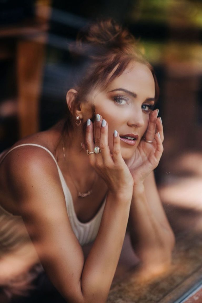 Kara Connolly press photo (elegant shot)