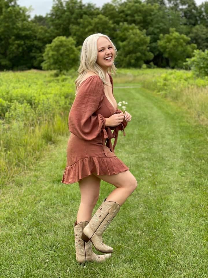 "Sydni Cole - ""Fall Anyway"" press photo"