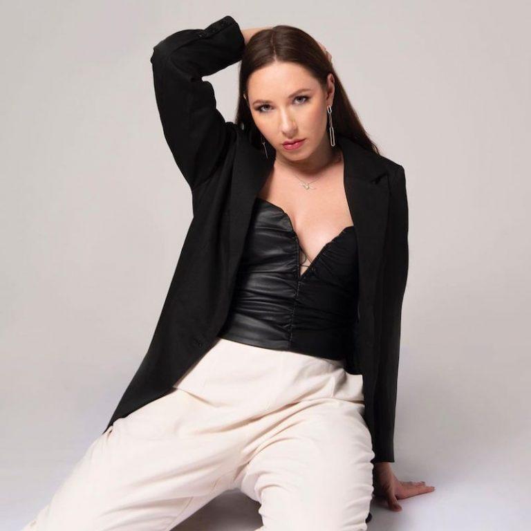 Alina Smith press photo