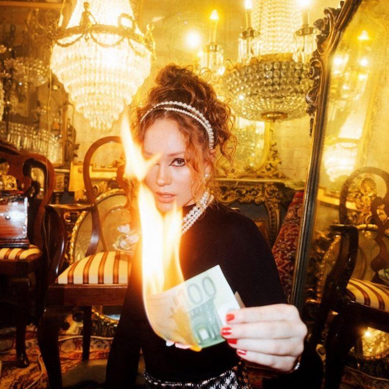 """Piper 57 - """"Money"""" press photo"""